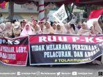 emak-emak-militan-menggelar-demo-menolak-ruu-pks.jpg