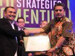 erwin-tanjung-raih-award-industry-marketing-champion.jpg