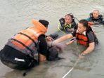 evakuasi-korban-tenggelam-di-kolam-aal-palembang122_20180127_111604.jpg