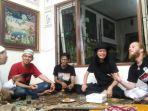 filuz-kumpul-bersama-sejumlah-musisi-di-jakarta_20180127_144352.jpg