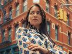 foto-enzy-storia-berada-di-persimpangan-jalan-new-york-city-amerika-serikat.jpg