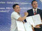 founder-ceo-dafam-hotels-andhy-irawan-dan-direktur-poltekpar-palembang-zulkifli_20180730_170920.jpg