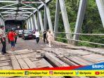 gubernur-sumsel-h-alex-noerdin-meninjau-kondisi-jembatan-endikat_20180217_153106.jpg