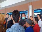gubernur-sumsel-herman-deru-saat-sidak-di-bandara-smb-ii-palembang.jpg