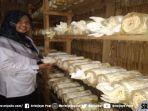 guru-pembimbing-pembuatan-produk-jamur-tiram-nofa-ayu-prayana-mp.jpg