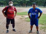 head-coach-sriwijaya-fc-budi-jo-dan-ketua-smansa-fc-makassar-h-naldy-manoarfah.jpg