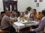herman-deru-kunjungi-rumah-uskup-agung-palembang-mgr-aloysius-sudarso.jpg