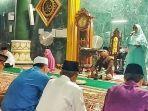 hj-suwarti-saat-safari-ramadhan-di-mesjid-agung-darussalam-muarabeliti.jpg