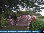 jembatan-cinta-di-kawasan-jsc-palembang-disiapkan-dalam-rangka-valentines-day.jpg