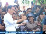 joko-widodo-bersama-iriana-jokowi-menyambangi-petani-karet-di-kecamatan-sembawa-4.jpg