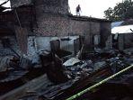 kebakaran-di-lorong-gubah-8-ilir-palembang_20180725_191430.jpg