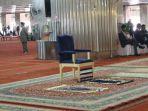 kursi-yang-digunakan-raja-salman-untuk-salat-di-masjid-istiqlal_20170302_135314.jpg