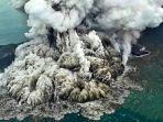 letusan-gunung-anak-krakatau-sehari-setelah-tsunami-banten-yang-berhasil-dipotret-awak-susi-air.jpg