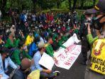 mahasiswa-pagaralam-demo-omnibus-law-cipta-kerja.jpg
