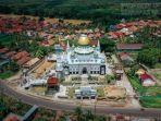 masjid-raya-abdul-kadim-di-desa-epil-muba-berdiri-di-tengah-rumah-penduduk.jpg