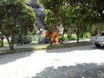mobil-terbakar-didepan-dekranasda_20180512_125429.jpg