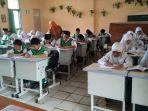 murid-sekolah-belajar_20180104_213414.jpg