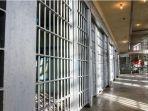 narapidana-wanita-asal-colorado-melahirkan-sendirian-di-dalam-sel-tahanan.jpg