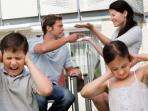 orang-tua-bertengkar-di-hadapan-anak_20151112_171510.jpg