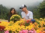 pacaran8-sepasang-wisatawan-spot-flower-hill.jpg