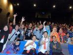 para-anak-muda-komunitas-pecinta-film-indonesia-nonton-bareng-di-cgv-cinemax-transmart-palembang_20180605_091531.jpg
