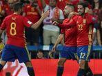 para-pemain-spanyol-merayakan-gol-dari-isco_20170903_053711.jpg