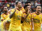 para-pemain-sriwijaya-fc-saat-merayakan-gol-ke-gawang-mitra-kukar-jumat-30112018.jpg