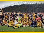 para-punggawa-dan-official-dari-sriwijaya-fc-merayakan-kemenangan-3-1-atas-mitra-kukar.jpg