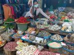 pedagang-di-pasar-tradisional-martapura-oku-timur.jpg