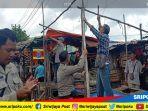 pedagang-pasar-klinik-kelurahan-7-ulu-palembang-membongkar-sendiri-lapak.jpg