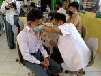 pelajar-smk-negeri-1-muratara-mengikuti-vaksinasi-covid-19.jpg