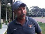 pelatih-timnas-u-16-indonesia-fakhri-husaini_20180510_183906.jpg