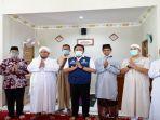 pengurus-masjid-syariah-usai-diresmikan.jpg