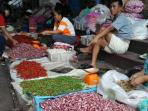 penjual-cabai-dan-bawang-merah-di-palembang_20160123_071927.jpg