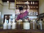 peracik-teh-tarik-chai-wallah-kafe-teh-aba.jpg
