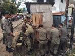 personel-satpol-pp-kota-palembang-mengamankan-gerobak-pkl_20161116_161729.jpg