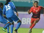 pesepak-bola-wanita-indonesia-muzdalifah-zahra-kanan_20180816_201208.jpg