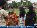 petugas-mengamankan-sejumlah-wanita-kampung-narkoba.jpg