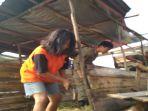 petugas-satpol-pp-bongkar-gubuk-di-jakabaring-palembang_20180723_131019.jpg