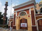 pintu-gerbang-masuk-masjid-agung-palembang-dekat-air-mancur.jpg