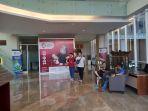 pojok-kerajinan-khas-palembang-di-lobby-hotel-santika-radial-palembang_20180810_123522.jpg