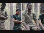 prajurit-tni-ad-dan-tentara-amerika-sholat-berjamaah-1.jpg