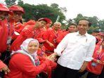 presiden-republik-indonesia-joko-widodo-saat-menyalami-atlet-catur-difabel-asal-sumsel-yuni_20181013_165155.jpg