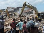 proses-evakuasi-gempa-aceh_20161208_102141.jpg