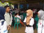 relawan-pemenangan-helmy-muchendi-pakai-masker_20150919_172756.jpg