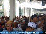 ribuan-jamaah-masjid-agung-palembang-lakukan-sholat-gaib.jpg