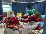 salah-satu-pegawai-pln-uiw-s2jb-yang-menjalani-suntik-vaksin.jpg