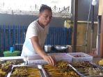 salah-seorang-pedagang-angkringan-di-kota-palembang_20180721_165916.jpg