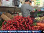 salah-seorang-pedagang-cabai-merah-di-pasar-tradisional-palembang-sabtu-782019.jpg