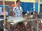 salah-seorang-penjual-ayam-pramuka-di-kota-pagaralam_20160915_171021.jpg